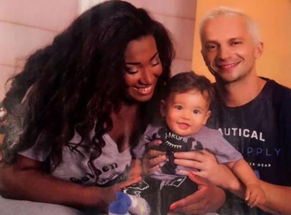 Мариана и Тео с първородния им син Боби