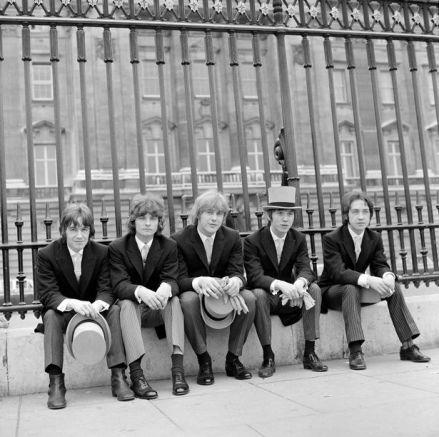 Джорд Йънг (в средата) с The Easybeats