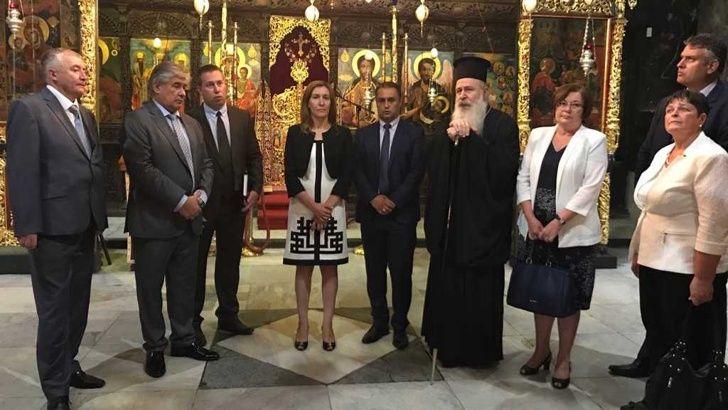 Министър Ангелкова в Троянския манастир