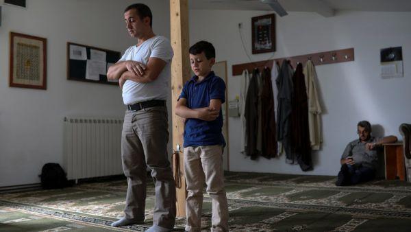 Мюсюлмани в джамия в Белград. Снимка: Ройтерс