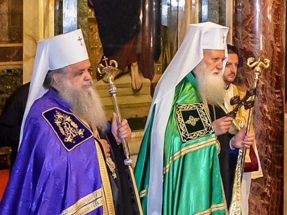 Главата на Македонската православна църква архиепископ Стефан и патриарх Неофит