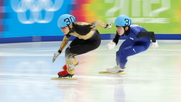 Кей Саито (вляво)