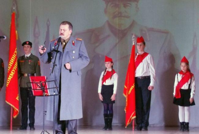 Сталинският спектакъл