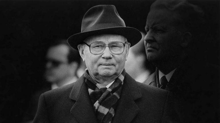 Председателят на КГБ по онова време ген. Владимир Крючков