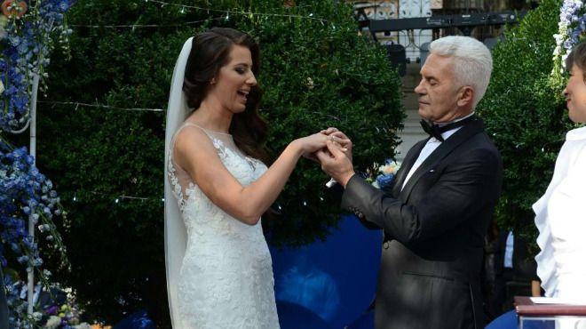Деница и Волен Сидерови празнуват брака си в чужбина