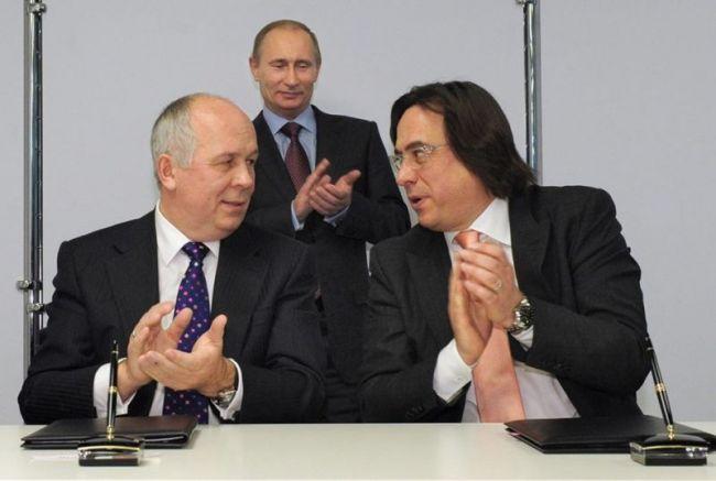 Путин ръкопляска на Адониев