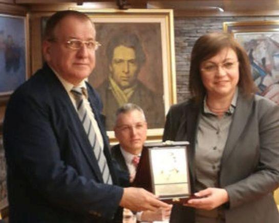 Нинова връчва награда за поезия на Боян Ангелов