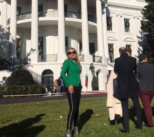 Илияна Беновска на Южната поляна пред Белия дом