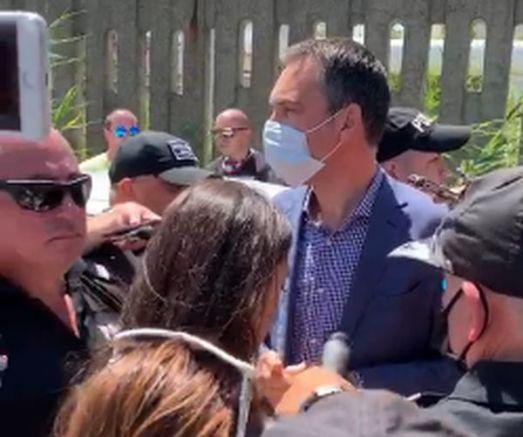 Кметът Димитър Николов сред протестиращите