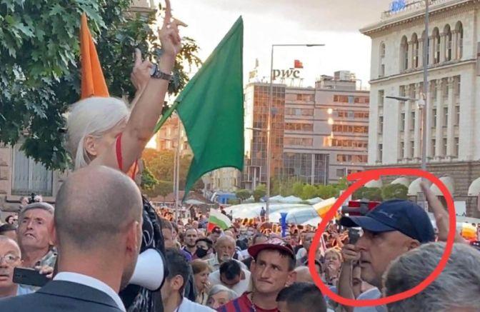 Златанов на протеста пред президентството