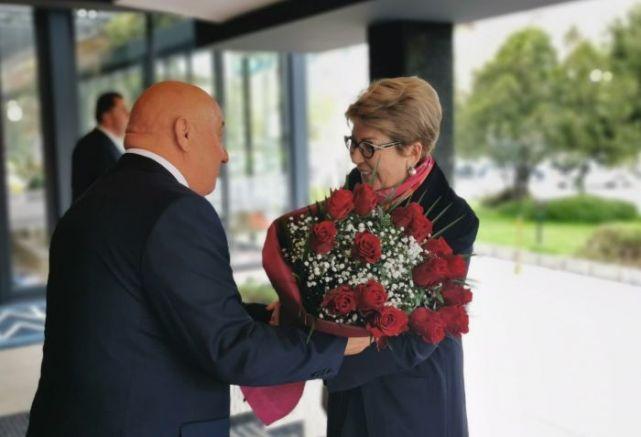 Гергов посреща с цветя новия руски посланик в Пловдив