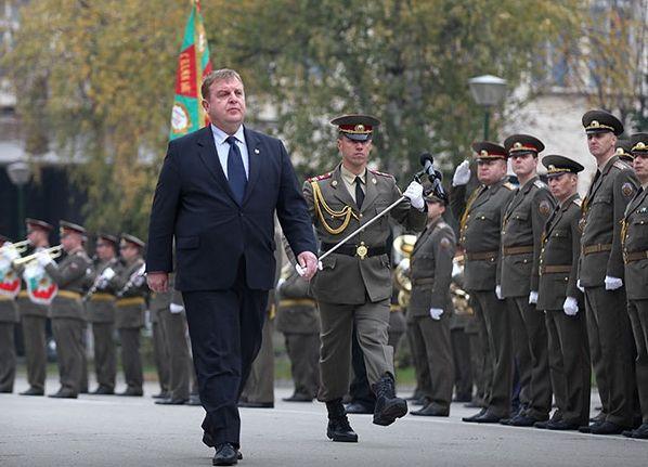 Министърът на отбраната Каракачанов