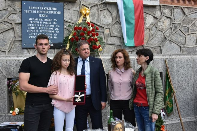 Николай Ненчев с наследници на избитите горяни