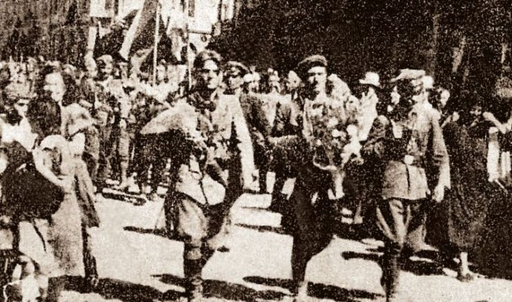 Посрещането на Средногорския отряд в Пловдив - от ляво на дясно Савинков, Леваневски, Дочо