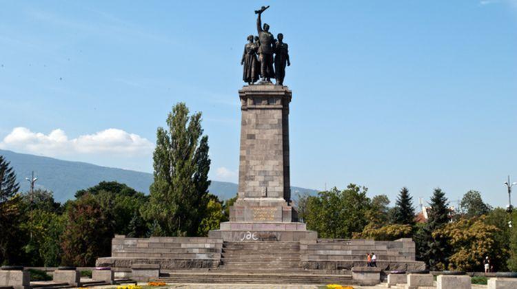 Паметникът на окупатора