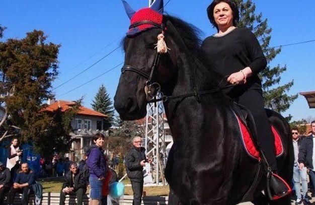 Славната ездачка