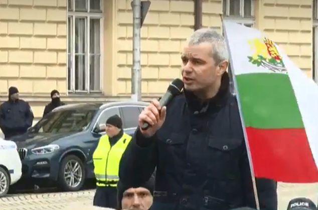 Водачът Костадинов