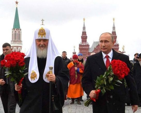 За кого носят цветя Путин и Кирил?