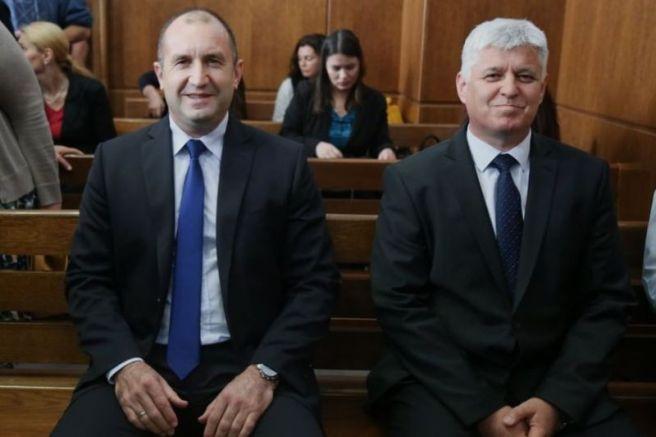 Радев в съдебната зала като свидетел по делото срещу Николай Ненчев