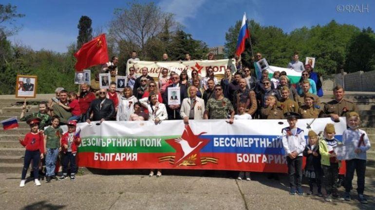 Руският консул с останалите празнуващи снимка: rus.bg