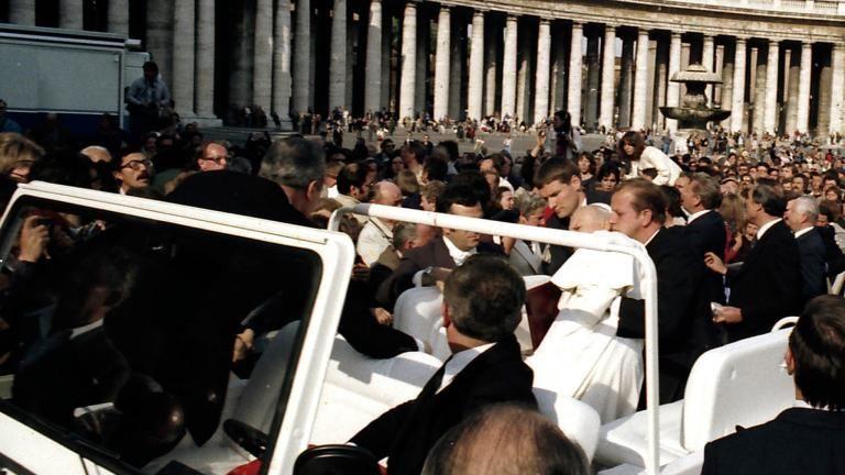Антонов е на метри от простреляни папа