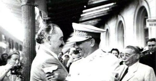 Георги Димитров и Йосип Броз Тито - братска прегръдка на обезбългаряването