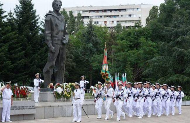 """Военни почести за """"героя"""""""