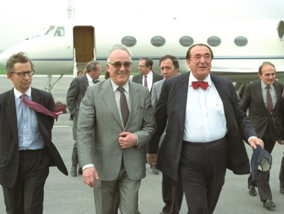 Максуел на летище София