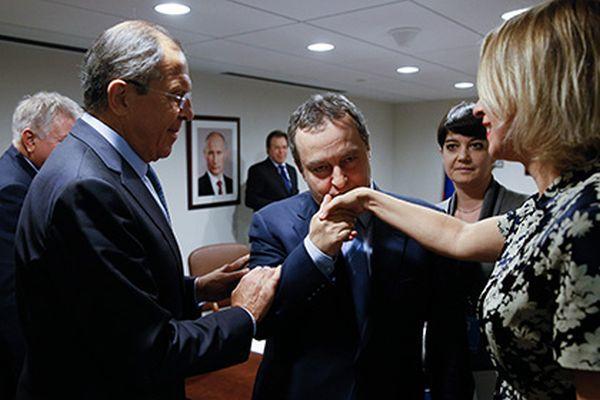 Мария Захарова се похвали преди време във Фейсбук за целувката на Ивица Дачич