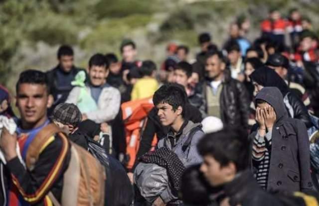 """Резултат с изображение за """"бежанци се опитват да щурмуват границата"""""""
