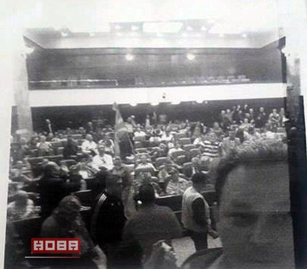 Goran-ZIvaljevic-selfi-v-parlamenta-na-Makedonia.jpg